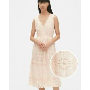 Gap Eyelet Emboidered V-Neck Midi Sundress Pink